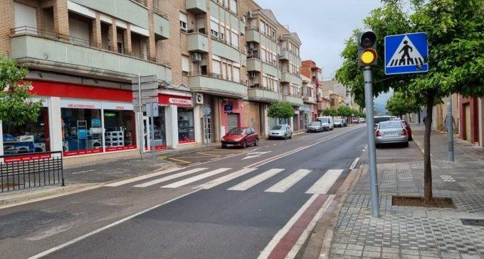 Nules instala un semáforo para mejorar la seguridad vial en la carretera de la Vilavella