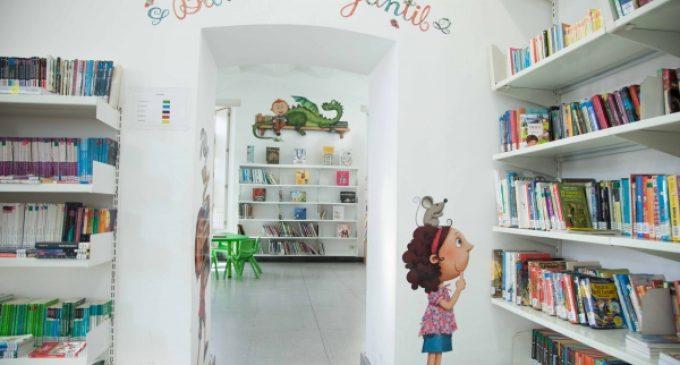 Borriana anima a la lectura en valencià pel Dia del Llibre