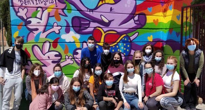 L'alumnat de l'IES Almenara posa color a la diversitat