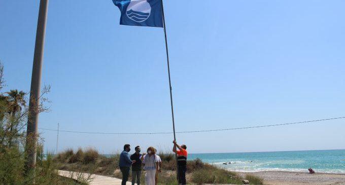 La platja de les Marines de Nules torna a lluir la bandera blava