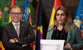 El president José Martí felicita Marta Barrachina, a la qual ofereix consens i col·laboració