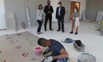 Benicàssim inicia la reparació del paviment de la Sala de Conferències de la Casa de la Cultura