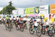 Més de 200 ondenses pedalen per a reivindicar la mobilitat sostenible i l'ús de la xarxa de carrils bici