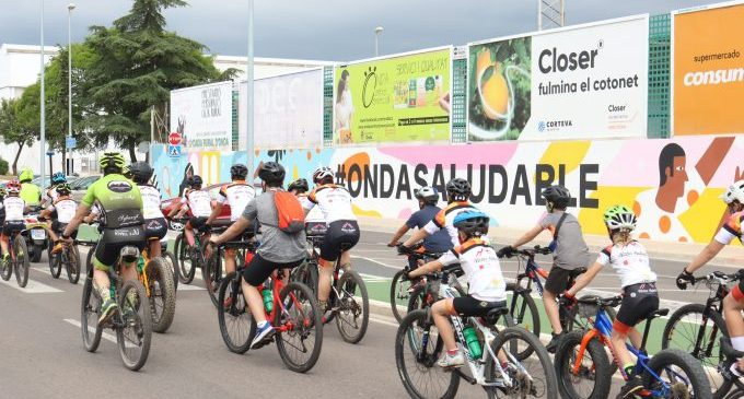 Más de 200 ondenses pedalean para reivindicar la movilidad sostenible y el uso de la red de carriles bici