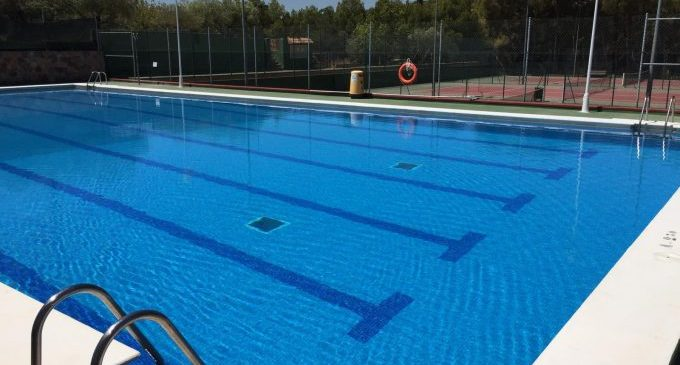 La piscina d'Almenara torna a obrir-se al públic i oferirà cursos de natació