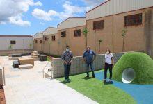 Una nova zona verda amb un parc infantil a l'Alcora en el carrer Camino Norte