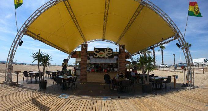 """Els """"xiringuitos"""" de les platges de Castelló obrin aquest dijous després de l'espera que Costes els deixara"""