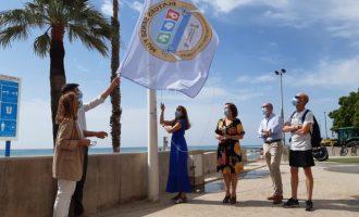 Benicarló hissa les banderes de 'Platges Sense Fum' per a evitar el tabac
