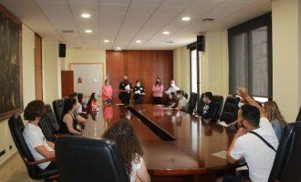 Burriana contrata a 13 jóvenes como informadores para sus playas dentro de 'Estiu Segur'
