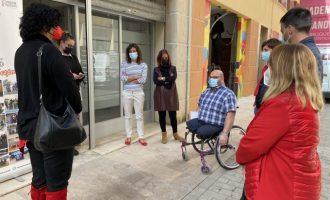 Puerta reivindica en su visita a Cocemfe Maestrat el papel de las asociaciones en la inclusión social de colectivos con discapacidad