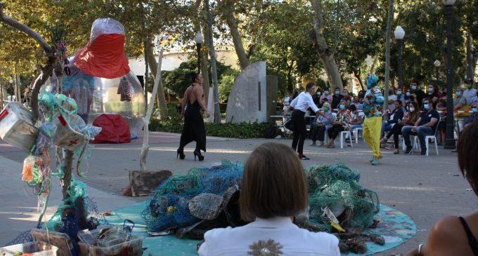 """""""Amagatalls Secrets"""", un espectacle que fomenta el reciclatge amb teatre i dansa al Grau de Castelló"""