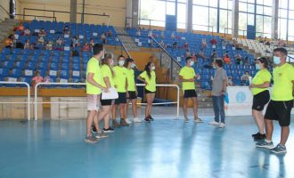 La escuela deportiva de verano de Benicasim empieza con más de ciento menores en las actividades