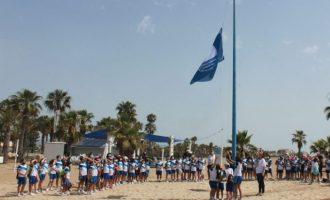 Las banderas Azules y las de EcoPlayas ya ondean en las playas de Burriana