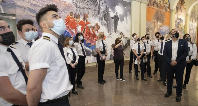 """Martí destaca el potencial de l'escola de pilots de l'aeroport de Castelló i els anima a ser """"ambaixadors de la província"""""""