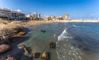 Vinaròs inicia la temporada de baño en sus playas y calas con la recuperación de servicios