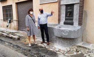 El Ayuntamiento de la Vall d'Uixó finaliza la restauración de la fuente de Béssols en la calle Diputació