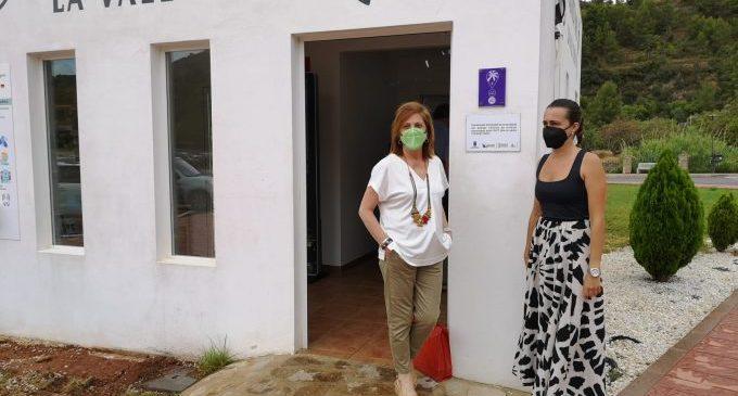 La Vall d'Uixò instala un Punto Violeta en la Tourist Info para atender y ayudar a las víctimas de agresiones sexistas