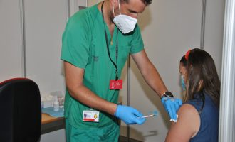 Sanitat desplaça unitats mòbils de vacunació als partits Vila-real-Elx i Levante-Cèltic