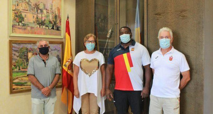 L'atleta olímpic Lois Maikel visita Borriana després de confirmar la seua participació en els Jocs Olímpics de Tòquio