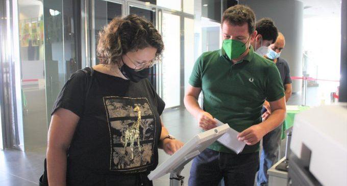 Castelló instal·la tauletes d'autoservei exprés per a certificats i volants d'empadronament