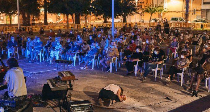 Vinaròs acomiada el II FVAE amb un últim espectacle al jardí del Convent de Sant Francesc