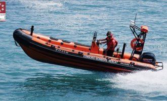 Rescaten a una família a la deriva després de naufragar la seua embarcació a Orpesa