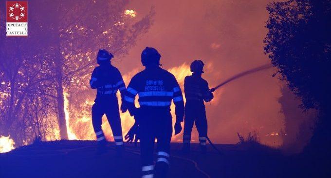 Els veïns i veïnes d'Azuébar tornes a les seues cases després que l'incendi ja estiga perimetrat
