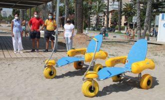 El servei de bany adaptat a la platja Almadrava de Benicàssim suma 54 nous usuaris durant juliol
