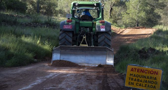Santi Pérez pone en valor los 10,4 millones de euros invertidos por la Diputación en carreteras y pistas para ganar en seguridad vial y forestal