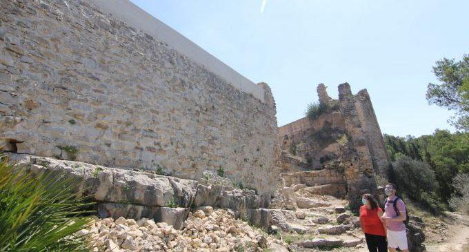 La muralla de l'Albacar del castell de Xivert llueix com nova amb una inversió de 40 mil euros