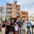 Els Jardins del Mucbe de Benicarló s'obrin a l'art urbà amb l'escultura 'Un bri d'esperança'