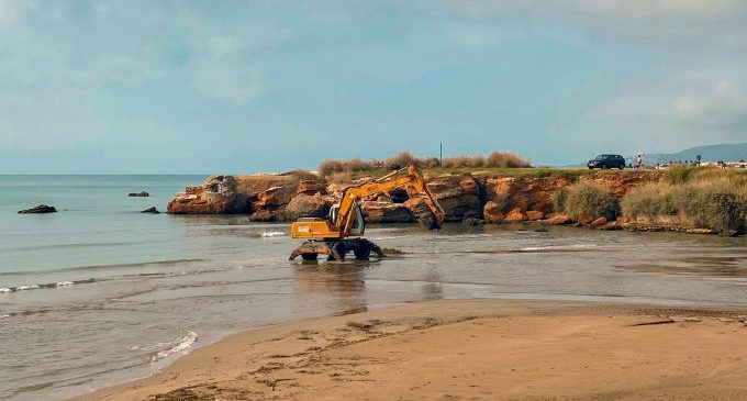 La Generalitat està executant les obres de reparació de la platja del Clot de Vinaròs afectada per l'últim temporal