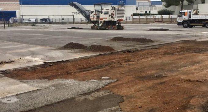 La piscina d'Almassora recupera el pàrquing després d'una dècada de barracons del Regina
