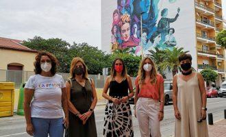 La Vall d'Uixó reivindica el papel de las mujeres en el mural de la Avenida Cor de Jesús