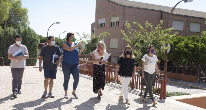 """Patricia Puerta visita els centres educatius de Penyeta Roja i garanteix un curs escolar """"productiu i segur"""""""