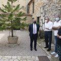 Martí valora los hallazgos históricos obtenidos en el yacimiento arqueológico de Tossal de la Vila en Serra d'en Galceran