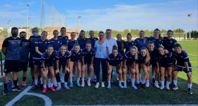 Tania Baños transmet el suport de la Diputació a l'equip femení del Castelló en l'inici de la temporada futbolística