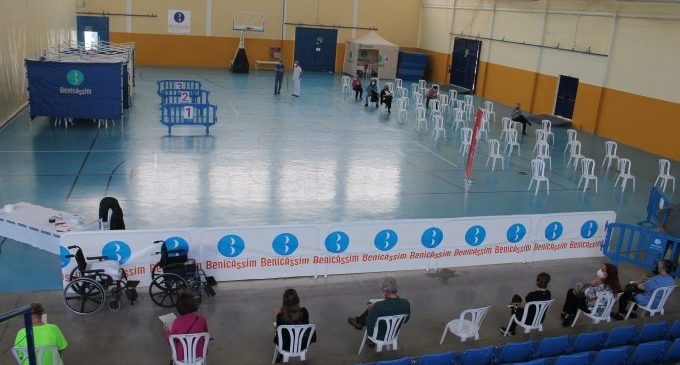 Benicàssim suministra en el Polideportivo Municipal más de 20.800 dosis contra el Covid-19
