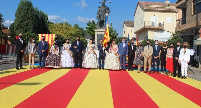 Nules celebra una processó cívica per a commemorar la festivitat del 9 d'Octubre