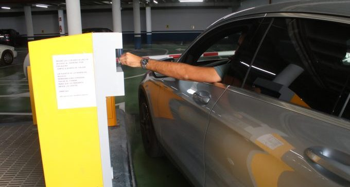 Onda reparteix 7.200 tiquets als comerços locals canviables per una hora gratuïta en el pàrquing de la plaça Espanya