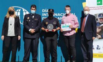 La policía local de Almenara recoge el Premio a los Servicios Policiales por protección animal en Madrid